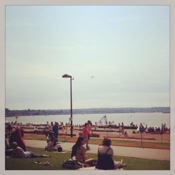 @キツラノビーチ いい体の男子、女子がいっぱいです:-)